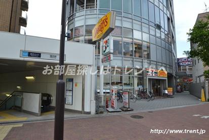セブンイレブン 新宿落合駅前の画像1