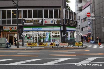 ファミリーマート 新宿御苑駅西店の画像1
