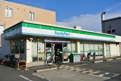 ファミリーマート西長洲町1丁目店の画像1
