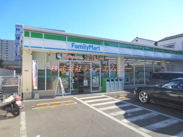 ファミリーマート町屋八丁目店の画像1