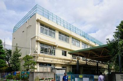 世田谷区立 烏山小学校の画像1