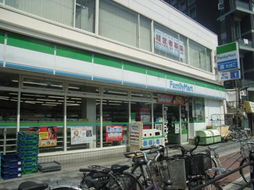 ファミリーマート東淀川駅前店の画像1