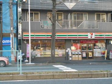 セブンイレブン横浜東白楽駅前南店の画像1