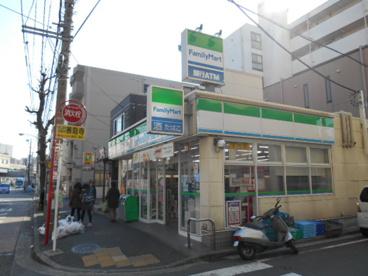 ファミリーマート東白楽駅前店の画像1