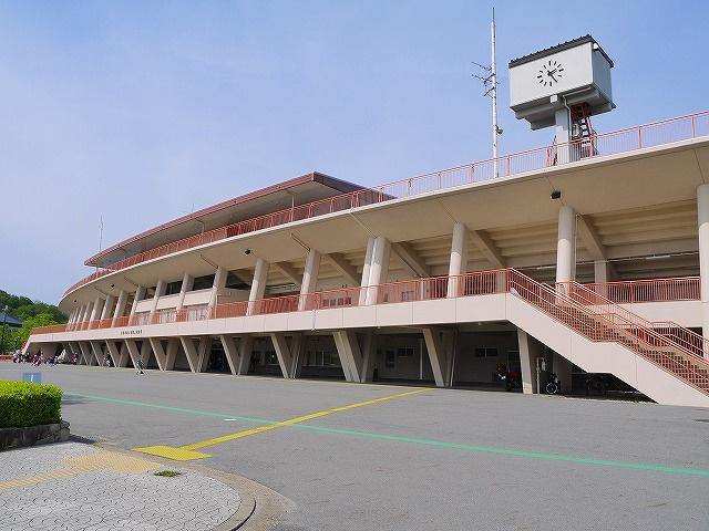 奈良市鴻ノ池陸上競技場の画像