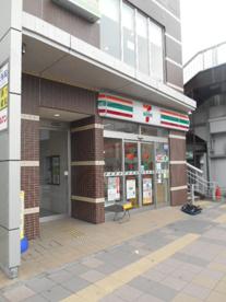 セブンイレブン横浜反町駅前店の画像1