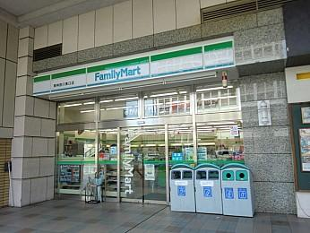 ファミリーマート東神奈川東口店の画像1