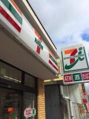 セブン−イレブン大阪十三本町3丁目店の画像1