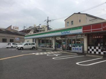 ファミリーマート三津屋中三丁目店の画像1
