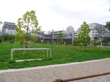 池袋本町電車の見える公園の画像2