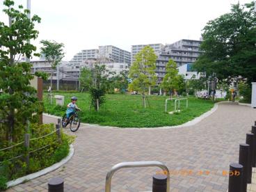 池袋本町電車の見える公園の画像3