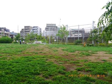 池袋本町電車の見える公園の画像4