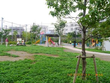 池袋本町電車の見える公園の画像5