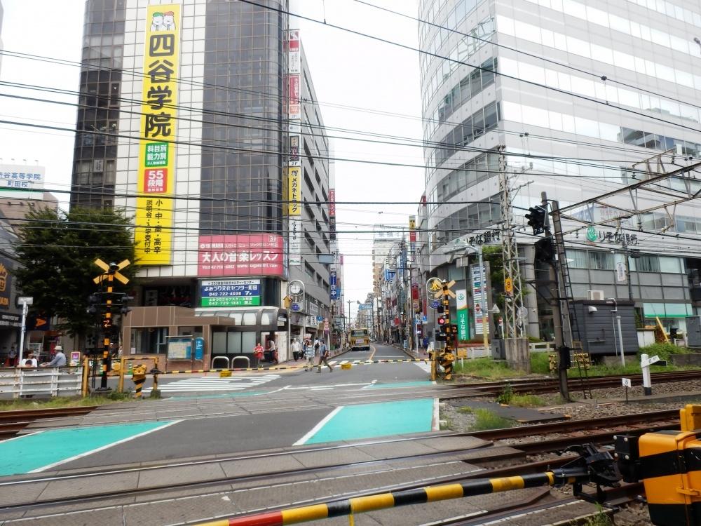 小田急線 町田駅東口踏切の画像