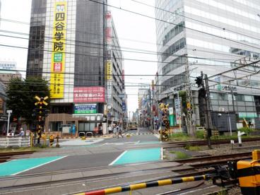小田急線 町田駅東口踏切の画像1